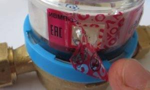 Покрытие пломбы гелем, после чего она легко отклеивается
